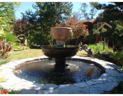 Galiano Inn and Spa - Fountain!