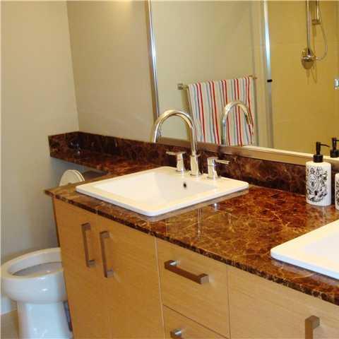 Macpherson Walk - Bathroom!