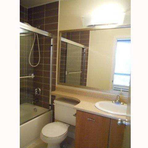 Cranberry Court - Bathroom!