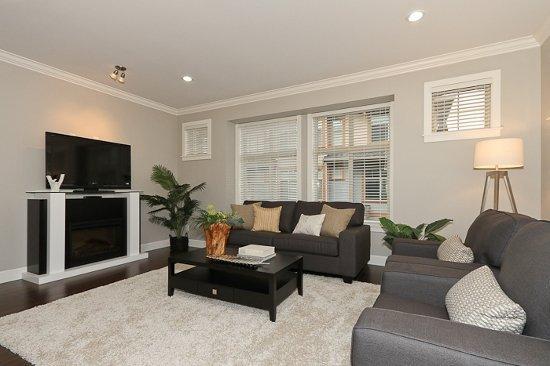 Dubb Villa - Living room!