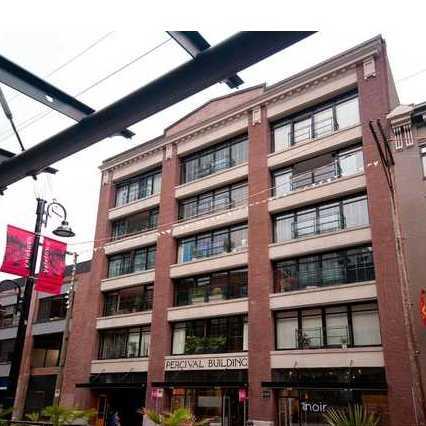 Del Prada in the Percival Building!