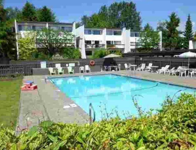 7359 Montecito Burnaby BC - Swimming Pool!