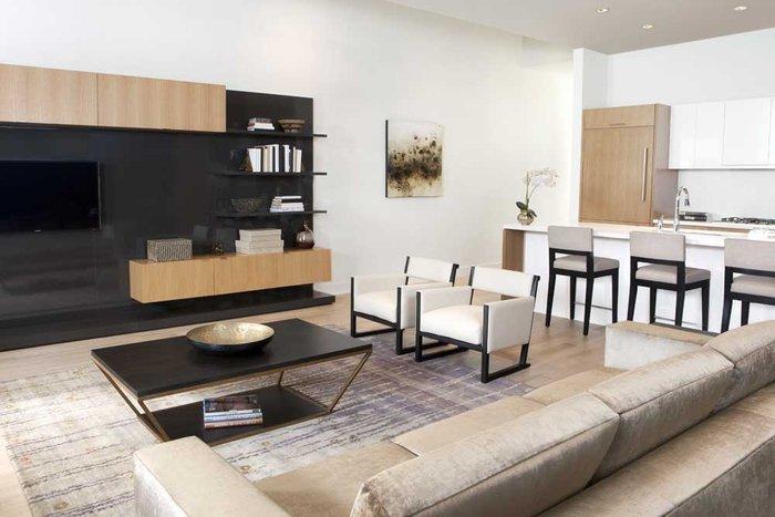 Evelyn - Living room!