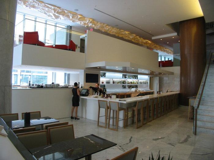 Hotel Bar!