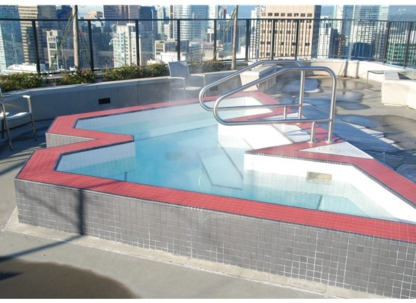 43rd Floor Outdoor Whirl Pool!