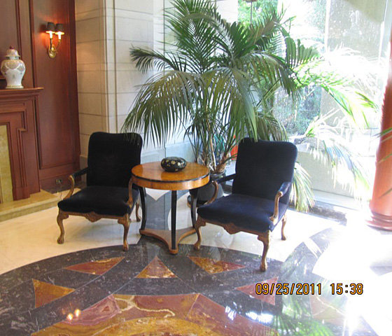 Lounge Area In Lobby!