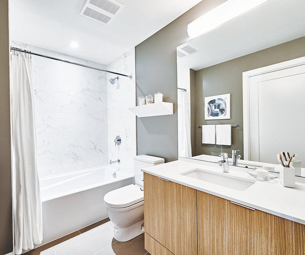 3748 Thurston Street, Burnaby, BC  Bathroom !