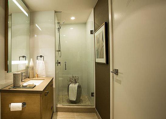 83 Saghalie Road, Victoria, BC V9A 0B8, Canada Bathroom!