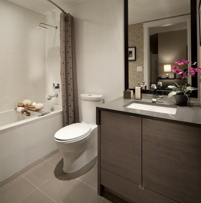 4508 Hazel Street, Burnaby, BC V5H 0E4, Canada Bathroom!