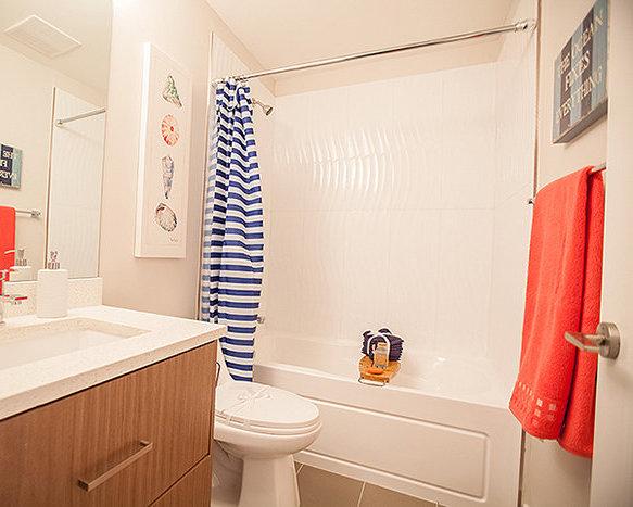 20856 76 Ave, Langley, BC V2Y 0S7, Canada Bathroom!