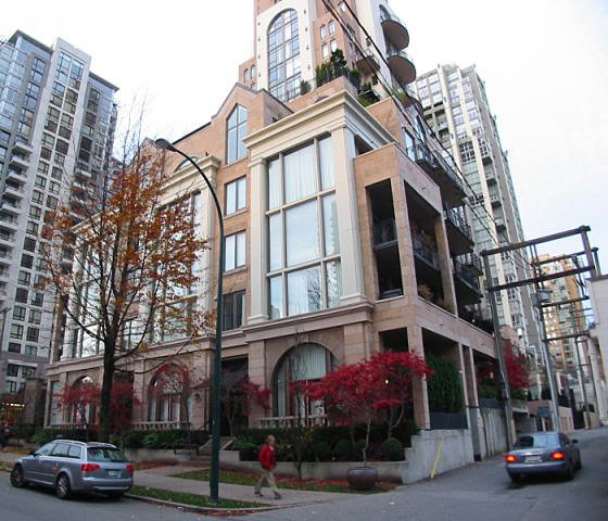 490 Drake - Grace - Next Door!