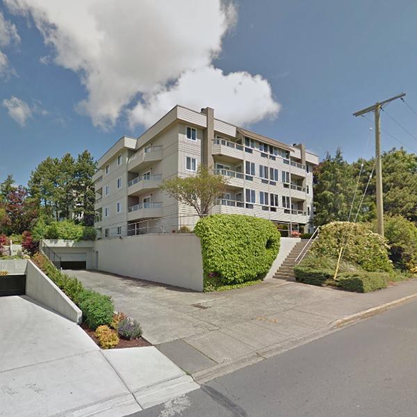 Victorian - Building exterior - 940 Inverness Victoria BC !