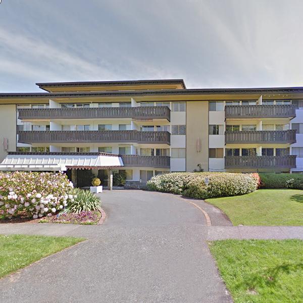 Villa Royale - 964 Heywood Avenue, Victoria, BC - Building Exterior!