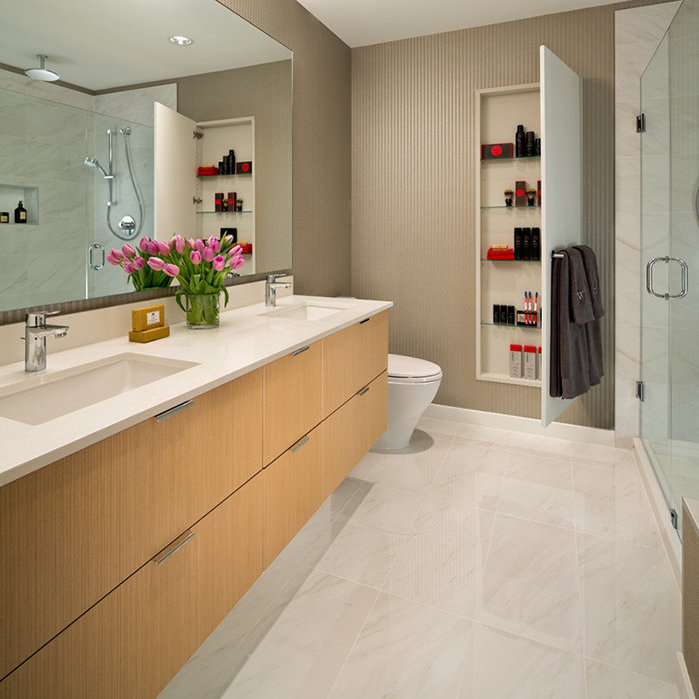 277 West 1st Street, North Vancouver, BC V7M 3G8, Canada Bathroom!