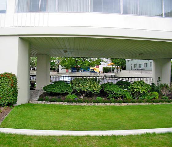 Garden by Entrance!