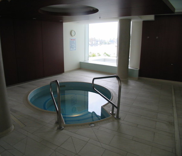 Swirl Pool - Hot Tub!