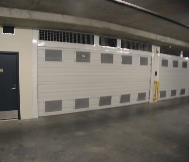 Private Garage and Stroage!