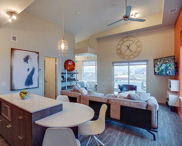 1350 St Paul St, Kelowna, BC V1Y 2E1, Canada Living Area!