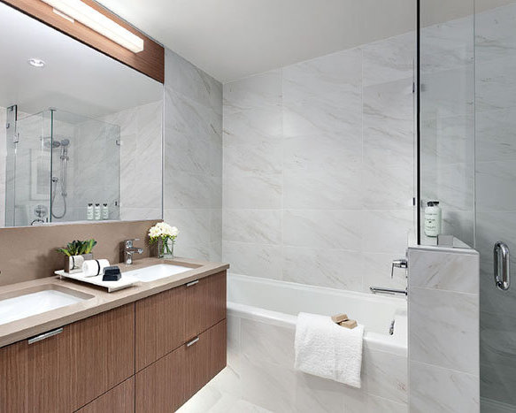 338 W 64th Ave, Vancouver, BC V5X 2L9, Canada Bathroom!