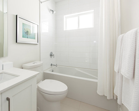 2885 East 41st Ave, Vancouver, Vancouver, BC V5R 3W4, Canada Bathroom!