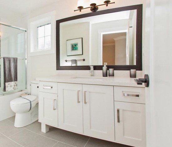 16458 23 Ave, South Surrey, BC V3S 0L8, Canada Elegant main bathroom!