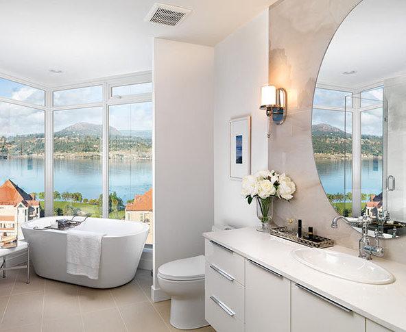 1151 Sunset Dr, Kelowna, BC V1Y 9R7, Canada Bathroom!