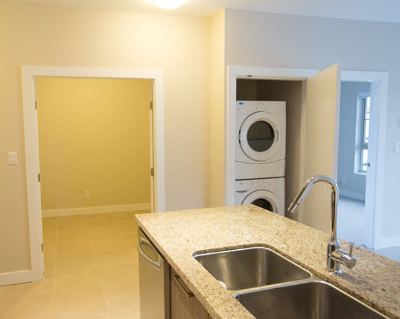 4020 Bayview St, Richmond, BC V7E 6T6, Canada Laundry Area!