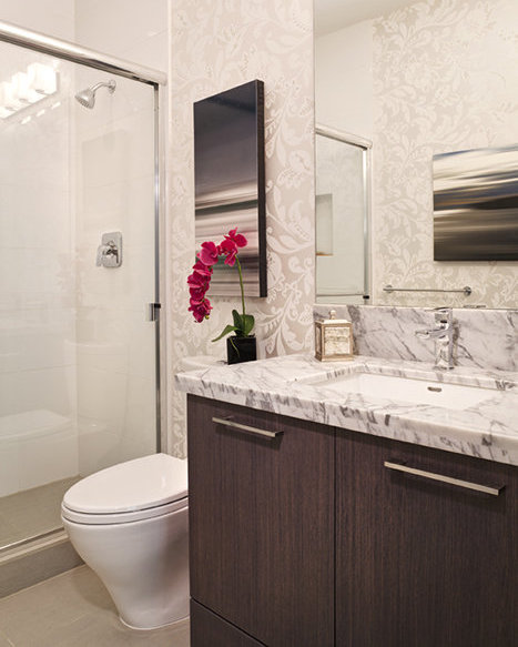 22 E Royal Avenue, New Westminster, BC V3L 0H1, Canada Bathroom!