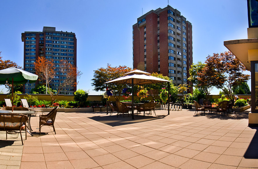 Mulberry PARC Amenity Patio!