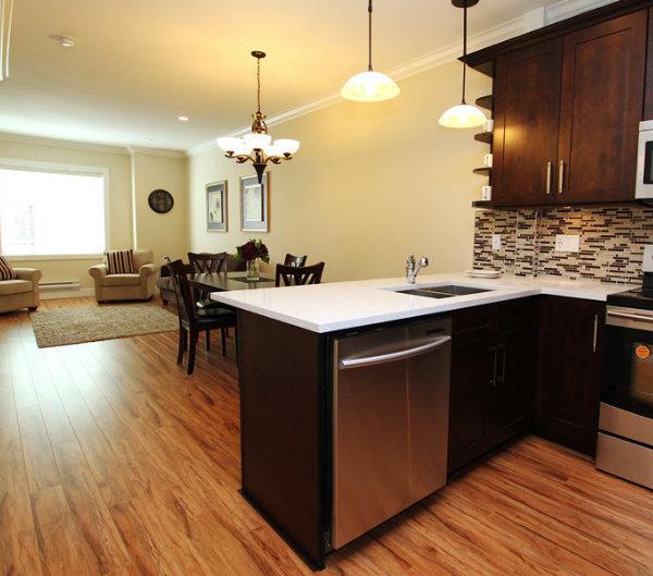 320 Casey St, Coquitlam, BC V3K 4X6, Canada Kitchen!