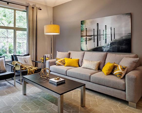 28 E Royal Ave, New Westminster, BC V3L, Canada Living Area!