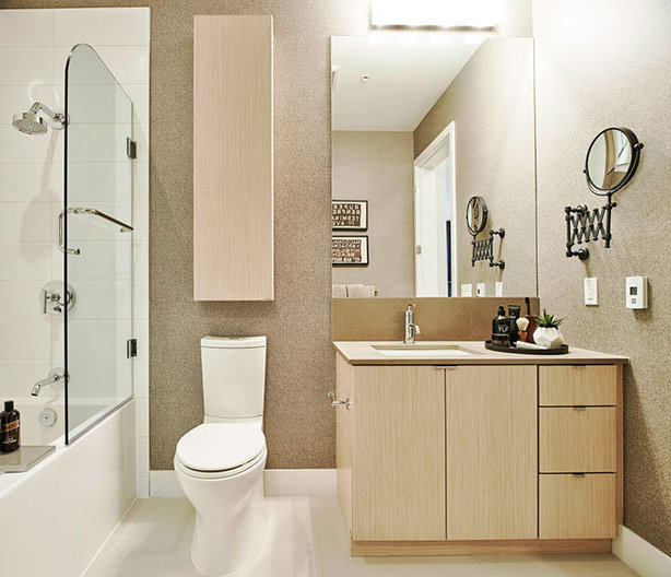 262 Salter St, New Westminster, BC V3M 0B4, Canada Bathroom!