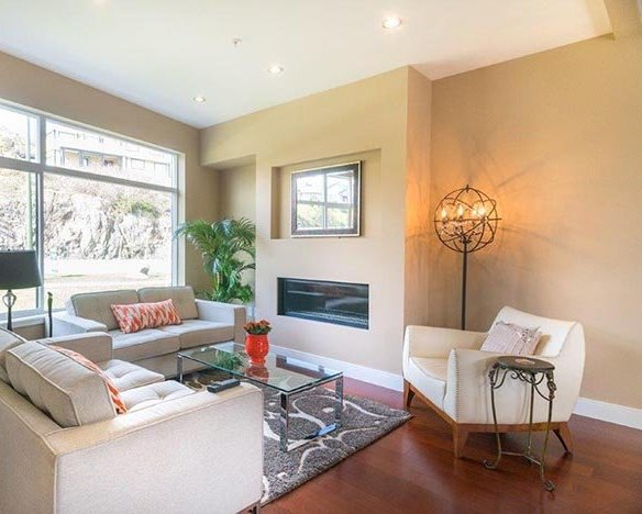 300 Phelps Ave, Victoria, BC V9B 6L3, Canada Living Area!