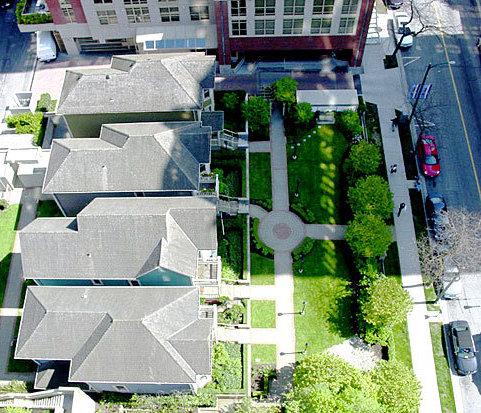819 Hamilton Courtyard!