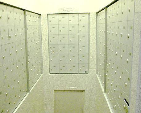 819 Hamilton Mail Room!