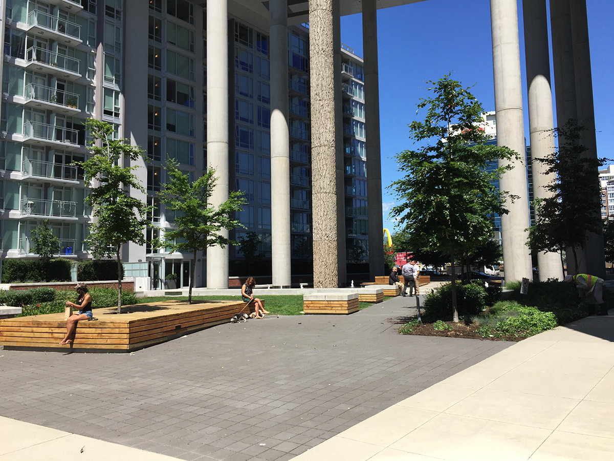 Central 1618 Quebec Courtyard!