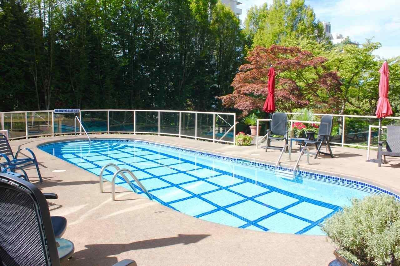St. Moritz Outdoor Swimming Pool!