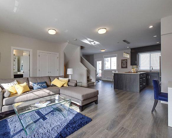 32043 Mt Waddington Ave, Abbotsford, BC V2T 2E7, Canada Living Area!