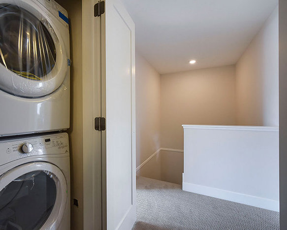 32049 Mt Waddington Ave, Abbotsford, BC V2T 0H1, Canada Washer/Dryer!
