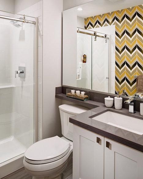 3211 Noel Dr, Burnaby, BC V3J 1J7, Canada Bathroom!