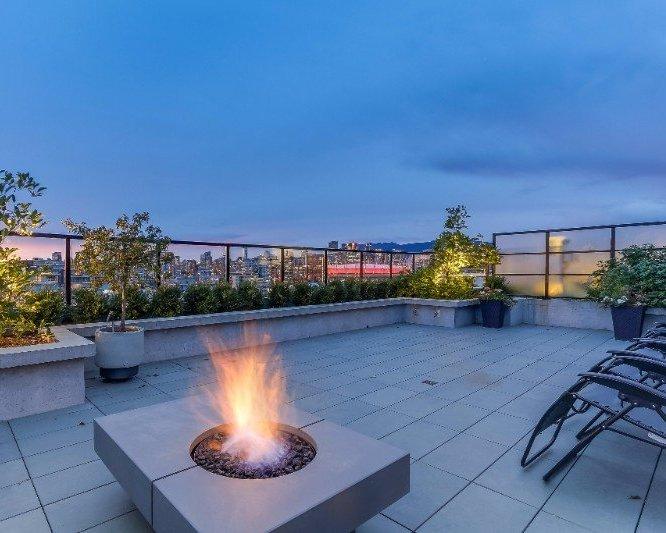 Proximity Roof Terrace!