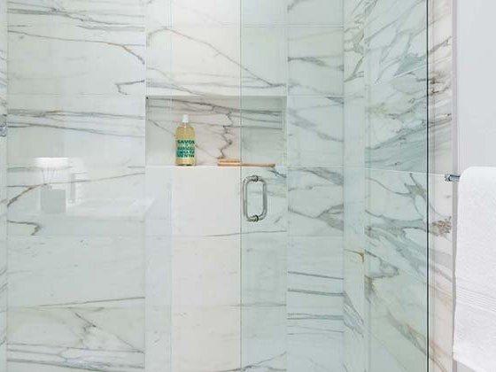 6000 McKay Ave, Burnaby, BC V5H 4M4, Canada Bathroom!