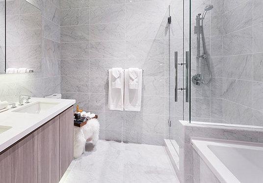 4829 Dawson St, Burnaby, BC V5C 0B1, Canada Bathroom!