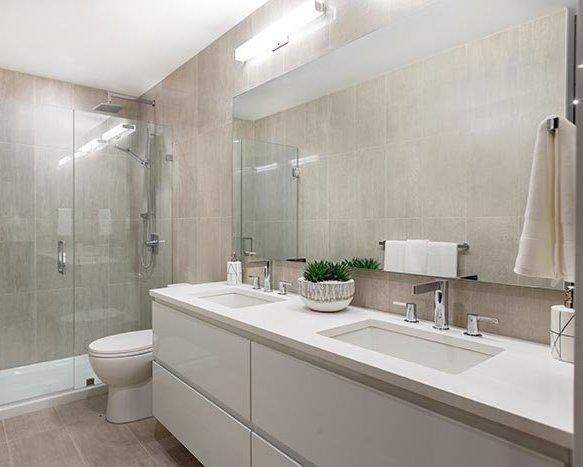 715 W 15th St, North Vancouver, BC V7M 1T2, Canada Bathroom!