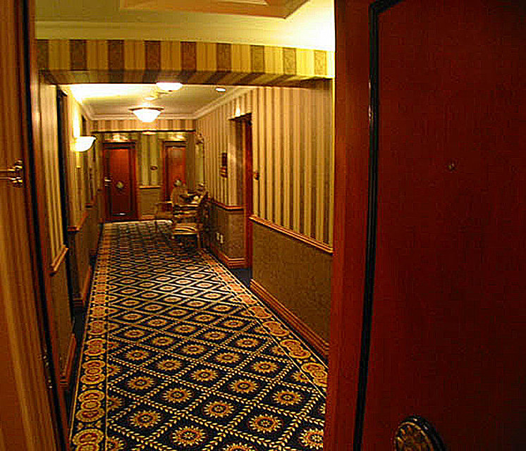 Le Soleil Typical Hallway!