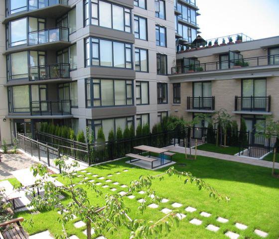 2201 Pine Courtyard!