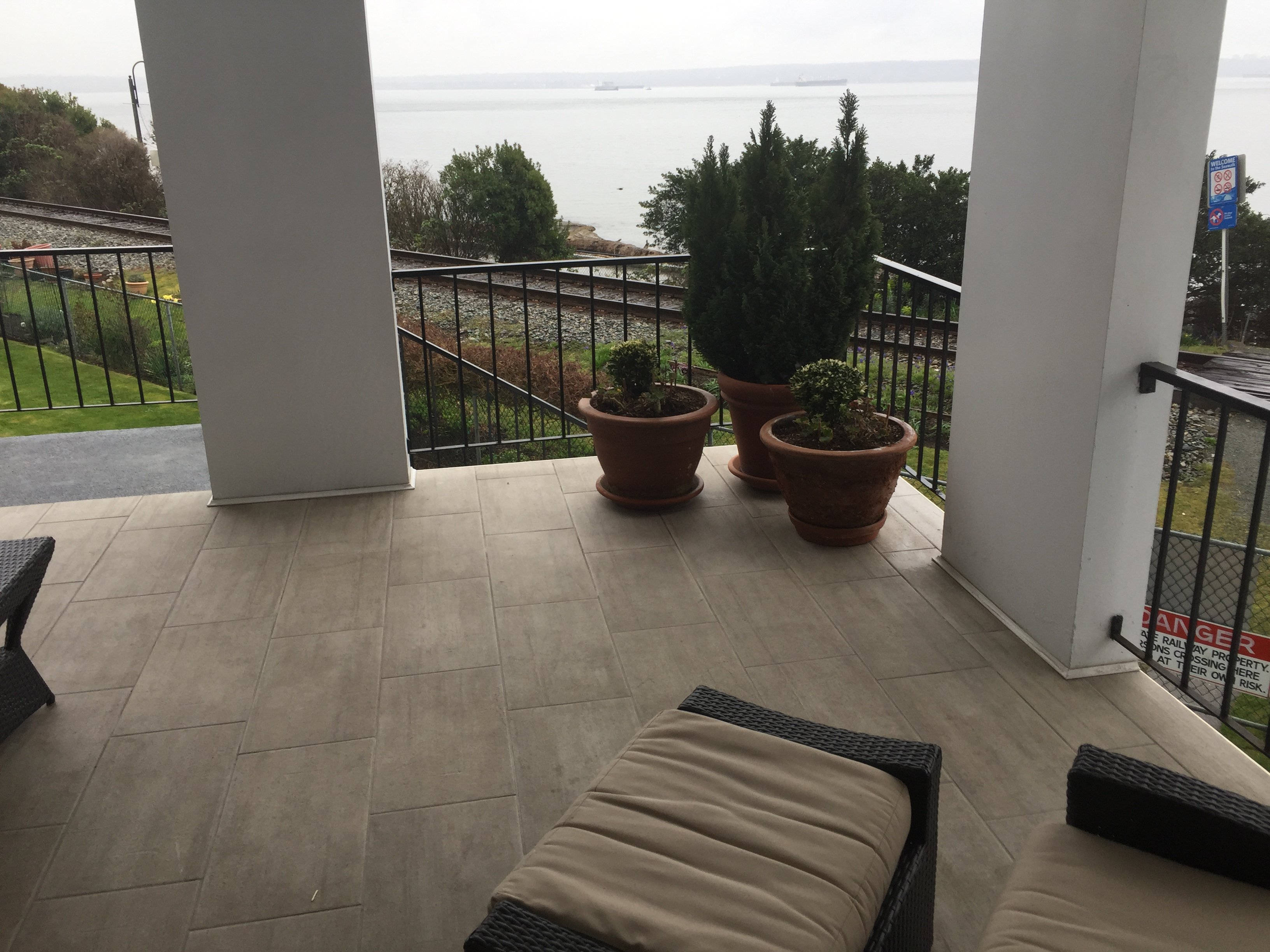 the dolphin Patio Overlooking Bay!