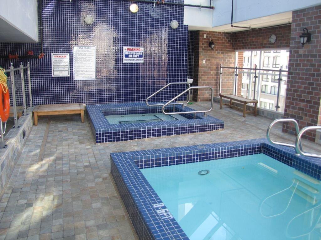 1280 Richards Hot Tub!