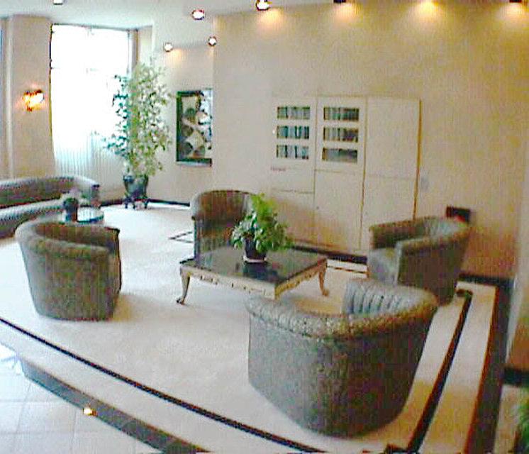 1188 Quebec Lobby Lounge!