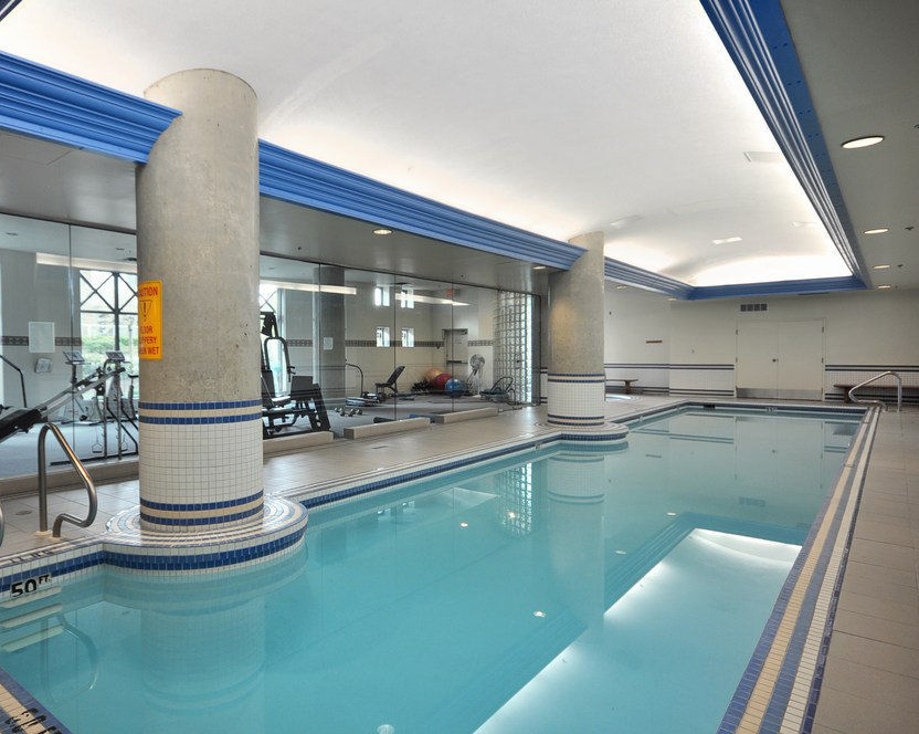 1188 Quebec Swimming Pool!